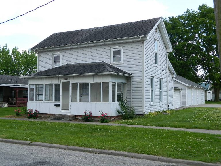 102 W Douglas St, Fairfield